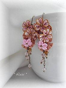Náušnice - Zlatistá s ružovozlatou mozaikou, kvetinkové náušnice - 8439377_