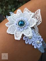 Bielizeň/Plavky - Elegantný modrý svadobný podväzok kvietky - 8439217_