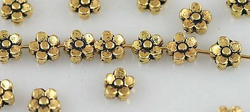 Korálky - Korálka kvetinka - 8441548_