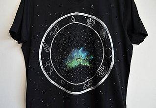 Oblečenie - Hmlovina / ručne maľované pánske tričko - 8446961_