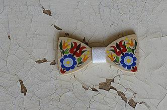 Doplnky - Na dreve maľované • drevený motýlik - 8445740_