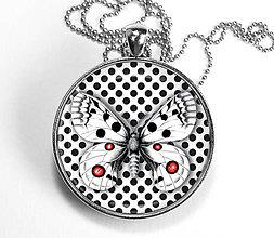 Náhrdelníky - Motýľ s bodkami - čiernobiely náhrdelník - velký - 8446750_