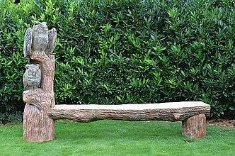 Socha - Drevená lavička so sovami. - 8450523_