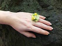 Prstene - žlutý květinový prstýnek - 8449915_