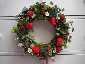 Dekorácie - Maliny a jahody ... veniec - 8453339_
