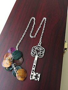Papiernictvo - Záložka kľúč s pestrofarebným príveskom - 8451412_