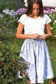 Sukne - Bavlnená sukňa z džínsovej látky modrej farby s jemným vzorom. - 8457008_