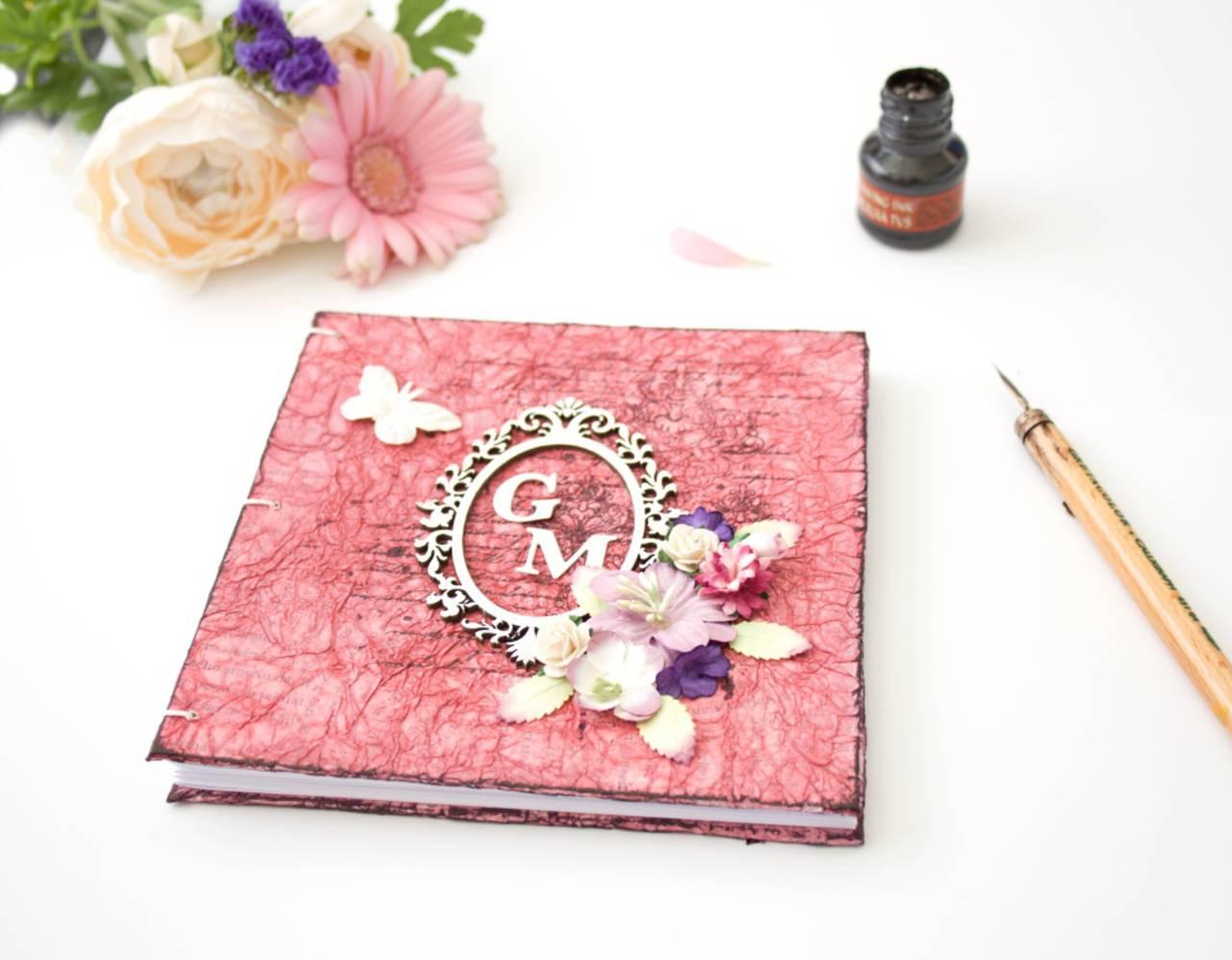 právní jednání dle noz Romantická kniha hostí - ružovo-fialová s vintage  rámikom 0e2dc25ff3