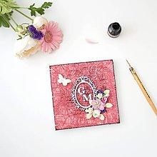 Papiernictvo - Romantická kniha hostí - ružovo-fialová s vintage rámikom, kvetmi, motýlikom a iniciálkami snúbencov - 8453745_