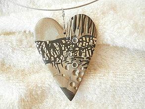 Náhrdelníky - Náhrdelník z polyméru, srdce bezmenné - 8453927_