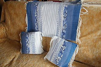 Úžitkový textil - Tkaný koberec a dve obliečky na vankúše modro-biele - 8454215_