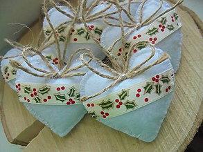Dekorácie - Malé srdiečka s vianočnou stuhou - 8458683_