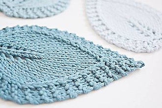 Úžitkový textil - Pletené podložky lístky - modré - 8459569_