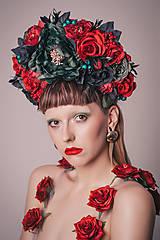 - Temná květinová čelenka s lesními plody - 8460857_