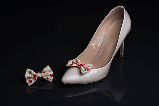 c56b52682a088 Klipy na topánky smotanové s červenými kvetmi / bublinocka - SAShE ...