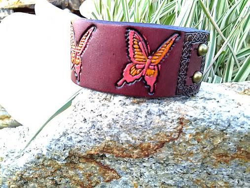 Kožený náramok mahagónový s motýľmi