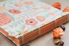 Papiernictvo - Fotoalbum, klasický, polyetylénový potlačený obal s potlačou oranžových kvetín - 8463330_