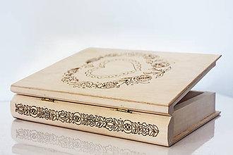 Krabičky - Drevená kniha na kľúčik - 8467571_