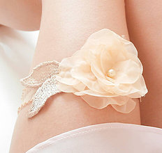 Bielizeň/Plavky - Béžový telový nude čipkový kvetinový podväzok  - 8468415_