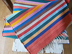 Úžitkový textil - pestrý, pásikavý koberec - 8474366_