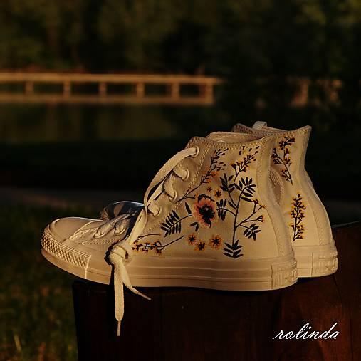 Žluté kvítí - malba na vlastní boty