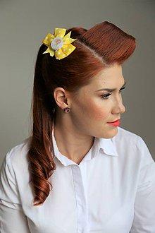 Ozdoby do vlasov - Pin Up sponka do vlasov (žltá/biele bodky) - 8479408_