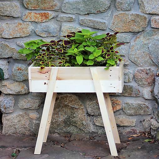 Nábytok - Stojan na kvety / kvetináč z paletového dreva - 8481201_