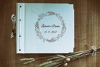 Papiernictvo - Fotoalbum klasický, biely papierový obal so štruktúrou dreva a voliteľnou potlačou na prednej strane - 8479411_