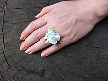 Prstene - bílý květinový prstýnek - 8481590_