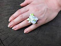 Prstene - bílý květinový prstýnek - 8481595_