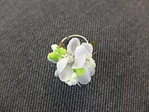 Prstene - bílý květinový prstýnek - 8481602_