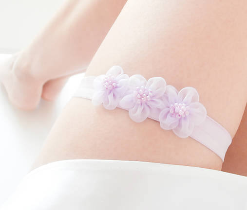 Levanduľový kvetinový svadobný podväzok