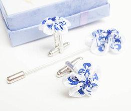 Šperky - Pánsky set manžetové gombíky a pin na sako biely s modrotlačou (folk)  - 8479486_