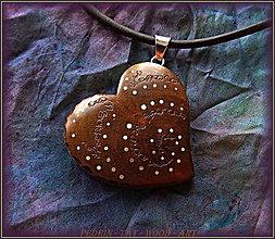 Náhrdelníky - 522. Drevený náhrdelník SRDÍČKO  SLIVKA - 8482553_