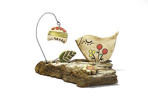 Keramická dekorácia Vtáčik a zvonček.