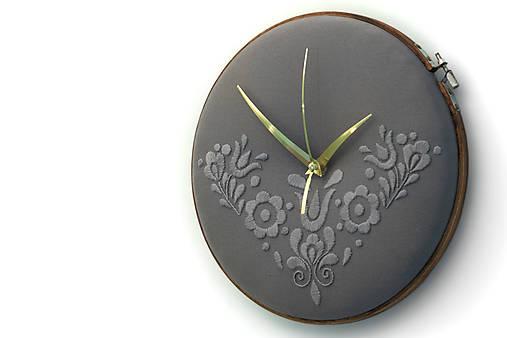 Slovak Love, ručne vyšívané nástenné hodiny