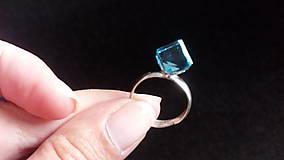 Prstene - Strieborný prsteň s kryštálom Swarovski Elements Cube Aquamarine - 8485629_