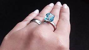 Prstene - Strieborný prsteň s kryštálom Swarovski Elements Cube Aquamarine - 8485635_