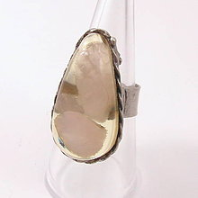 Prstene - Cínovaný prsteň - Ruženín v živici - 8492928_