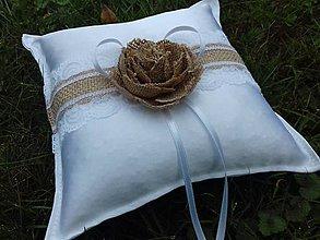 Darčeky pre svadobčanov - Svadobný vankušik pod prstienky - 8492179_