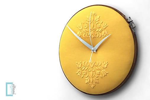 Slovak Sunshine, ručne vyšívané nástenné hodiny
