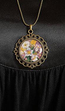 Náhrdelníky - Kvetiny vo vintage štýle - autorský náhrdelník - 8496123_