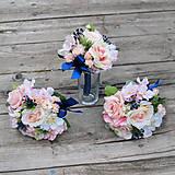Dekoračné kytičky na svadobné stoly