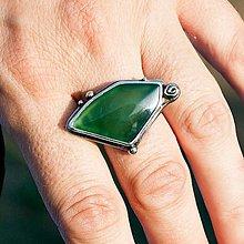 Prstene - Strieborný prsteň - Zelený vŕšok - 8501201_