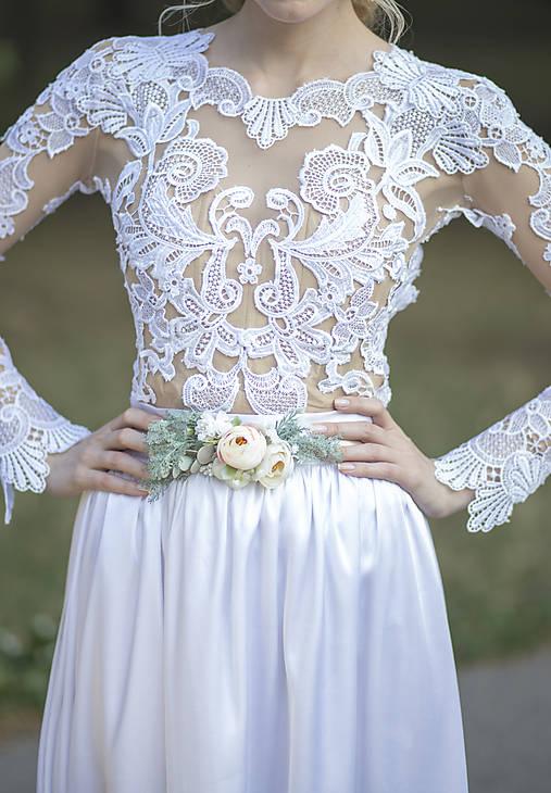 Svadobný kvetinový opasok