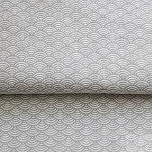 Textil - svetlosivé vlnky; 100 % bavlna Nemecko, šírka 140 cm, cena za 0,5 m - 8505819_
