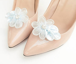 Obuv - Belasé (bledomodré, svetlomodré) kvetinové klipy na topánky so štrasovým kamienkom - 8503053_