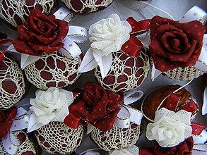 Dekorácie - oriešky s ružami - 8509084_