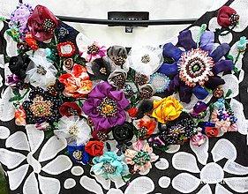 Nezaradené - Kvetinová hodvábna 3D výšivka na šatách - 8506704_