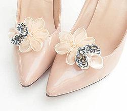Obuv - Ivory béžové slonovinové kvetinové klipy na topánky s modrotlačou a perličkou (folk) - 8507724_